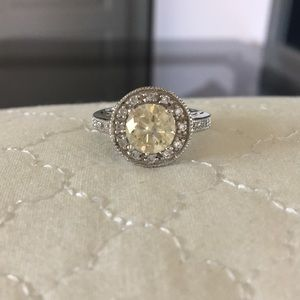 Jewelry - Diamond ring with yellow diamond center stone